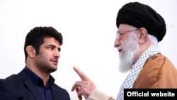 Ali Khamenei meets Iranian wrestler, Alireza Karimi, December 10, 2017.