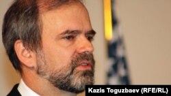 АҚШ елшісі Кеннет Фэйрфакс. Алматы, 27 қаңтар 2012 жыл.