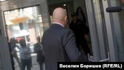 Гешев не пожела да говори пред журналистите пред ВСС