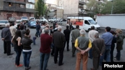 Armenia - The Armenian Revolutionary Federation holds an election campaign meeting in a Yerevan neighborhood, 29Apr2013.