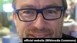 """Основатель """"Википедии"""" Джимми Уэйлс, 2015 год (фото с официального сайта)"""