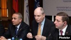 Армения - Горан Ленмаркер (в центре) на семинаре «Роуз Рот», Ереван, 11 марта 2010 г.