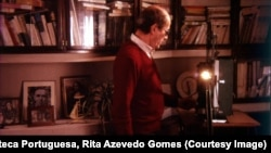 """Мануэл де Оливейра в своем кабинете. Кадр из фильма """"Визит, или Воспоминания и признания"""""""