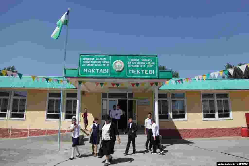 Школа № 28 Верхне-Чирчикского района. Ташкентская область, 9 сентября 2015 года.