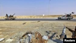 Ливия партизан кучлари Брега ташқарисида фронт томон кетмоқда, 7 апрел 2011 йил