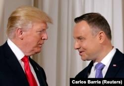 Президенты США и Польши Дональд Трамп и Анджей Дуда на переговорах в Варшаве 6 июля