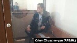 Инспектор по труду профсоюзной организации нефтесервисного предприятия Oil Construction Company (OCC) Нурбек Кушакбаев в суде по его делу. Астана, 4 апреля 2017 года.
