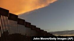 ABŞ-Meksika sərhədinin 1000 kilometrədək hissəsində hasar Trump-a qədər mövcud olub