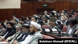 Ооган парламенти талиптик жана башка жоочу топтор менен тынчтык сүйлөшүүлөрүнүн жүрүшүн талкуулодо. 4-июнь, 2011-жыл, Кабул.