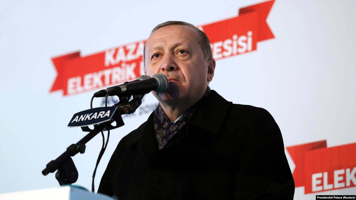 Турция стягивает войска к сирийской границе