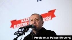 """Туркия президенти Режаб Тоййип Эрдўғон курд қўшинларини """"террор армияси"""", деб атади."""