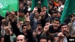 حماس از هوادران خود خواست تا با حضور در خیابان ها به اقدام محمود عباس، رييس دولت خود گردان فلسطينی، برای برگزاری انتخابات زودهنگام اعتراض کنند