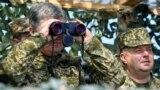 Президент України Петро Порошенко під час вогневих випробувань українського ракетного комплексу «Вільха». Військовий полігон на Херсонщині, 25 квітня 2018 року