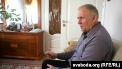 Мікола Статкевіч пасьля вызваленьня з ізалятару КДБ 27 сакавіка 2017 году