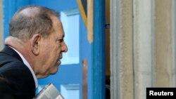 Гарві Вайнштайна арештували 25 травня, але пізніше відпустили під заставу в один мільйон доларів