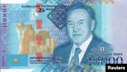 Қазақстан президенті Нұрсұлтан Назарбаевтың бейнесі басылған 10 мыңдық жаңа қағаз ақша.
