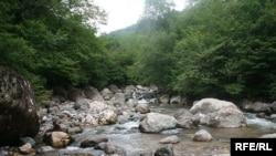 Несмотря на требования профильных НПО, ущелье Хда, что в Казбегском районе, после смены власти так и не было включено в список памятников природы, охраняемых государством