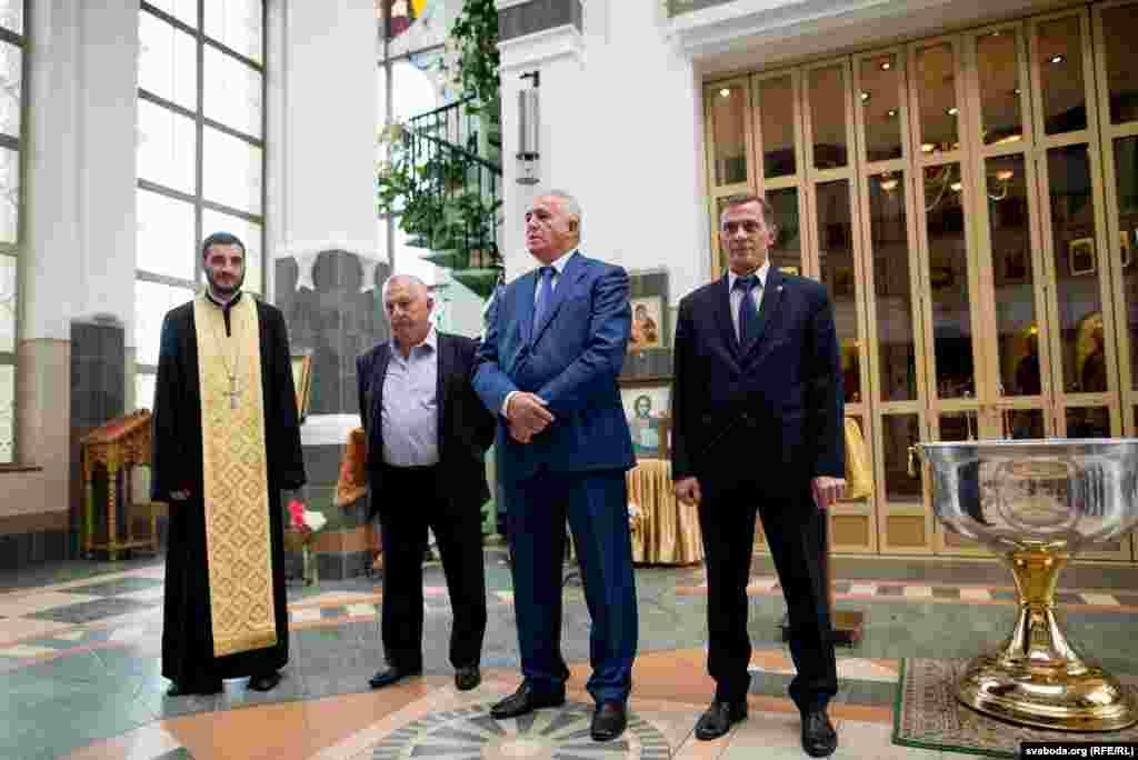 На цырымоніі прысутнічаў амбасадар Арменіі ў Беларусі Алег Есаян