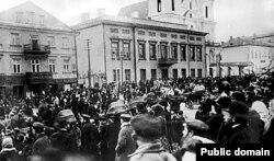 Мітынг перад домам губэрнатара ў 1905 годзе перад расстрэлам