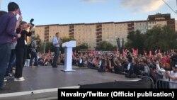 Алексей Навальный выступает в Екатеринбурге перед горожанами, 16 сентября 2017