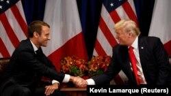 Президент Франции Эммануэль Макрон (слева) и президент США Дональд Трамп на встрече в Нью-Йорке. 18 сентября 2017 года.