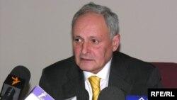 Səhiyyə naziri Oqtay Şirəliyev