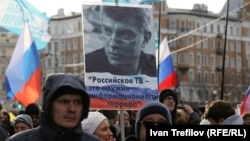 Немцовду эскерүү маршына ар кандай маалыматтар боюнча 15 миңдей адам катышты.