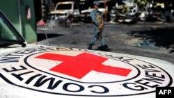 Архівне фото: спалена внаслідок одного з нападів машина МКЧХ в Афганістані
