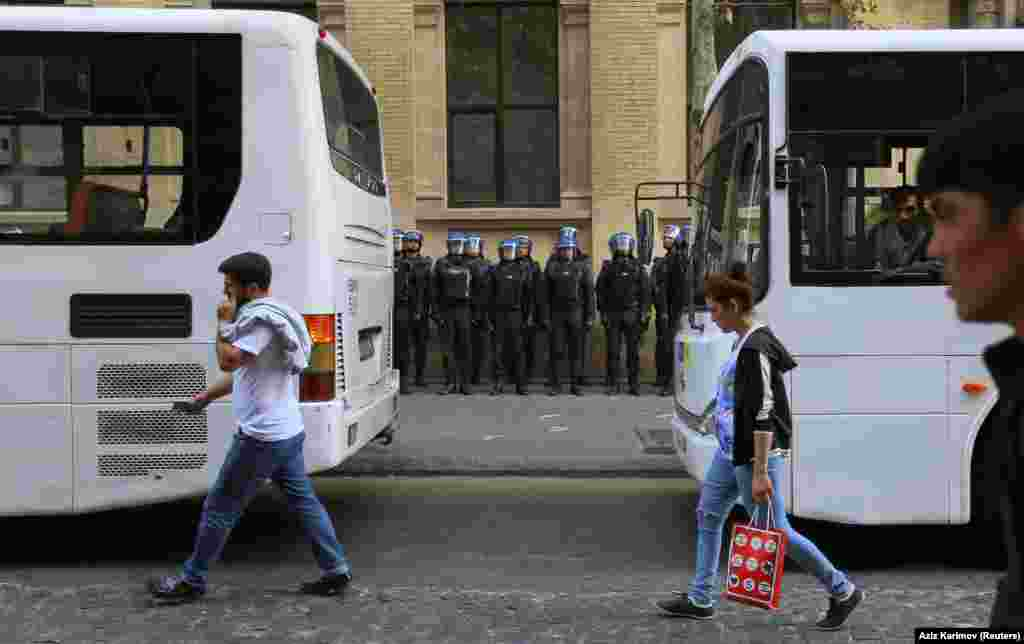 Riot police in central Baku on October 19. Journalists say mobile Internet access was also disrupted in the center of the capital, which means live-streaming video of the violence was impossible.