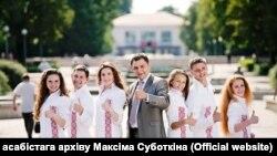 Максім Суботкін (у цэнтры), фота з асабістага архіву Суботкіна