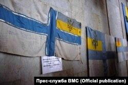 Перший прапор, який підняли на «Гетьмані Сагайдачному» в 1993 році, було представлено в Одесі. Квітень 2018 року