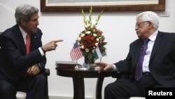فلسطین: محمود عباس د امریکا بهرنیو چارو وزیر جون کېري سره د لویدیځې غاړې رام الله کې ویني. ۲۳مې ۲۰۱۳