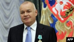 Российский журналист, телеведущий Дмитрий Киселев во время награждения в Кремле медалью Дружбы. Москва, 10 октября 2011 года.