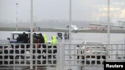 Співробітники екстрених служб в аеропорту Ростова-на-Дону, 19 березня 2016 року