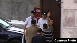 Armenia -- Jailed opposition activist Tigran Arakelian is taken to a Yerevan court, 08Jul2009