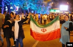 Жителі Тегерана вітають укладення угоди щодо ядерної програми Ірану. 14 липня 2015 року