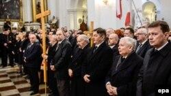 Марыюш Блашчак (першы справа) зь лідэрамі Права і справядлівасьці падчас імшы ў 2015