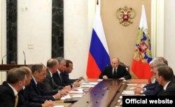 Președintele Rusiei, Vladimir Putin, conduce ședința Consiliului de securitate rus,