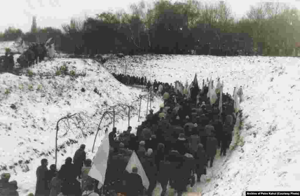 Тіла Стуса, Литвина та Тихого поховали на 33-й ділянці Байкового кладовища у Києві, встановивши однакові дубові хрести. У березні 1990-го їх підпалили невідомі. Винних тоді не знайшли. Вже у 1993 році на могилах загиблих дисидентів з'явились три козацькі хрести із сірого пісковику