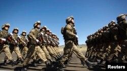 Отар әскери базасындағы қазақстандық әскерилер (Көрнекі сурет).