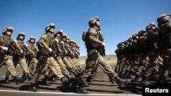 Казахстанские военнослужащие на параде в Алматинской области. Иллюстративное фото.
