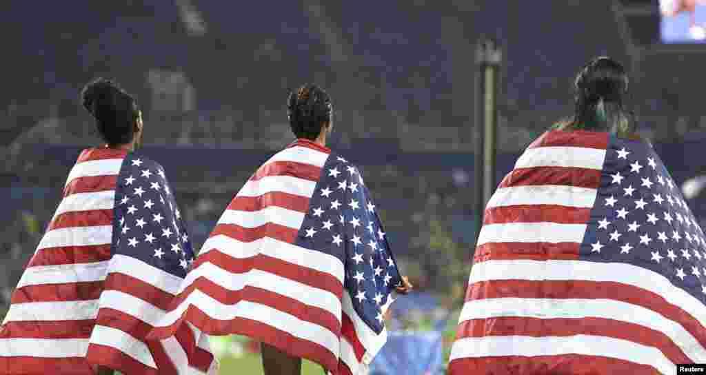 Американські спортсменки Крісті Кастлін, Бріанна Роллінс та Ніа Алі вибороли всі три медалі з бігу на 100 метрів із бар'єрами