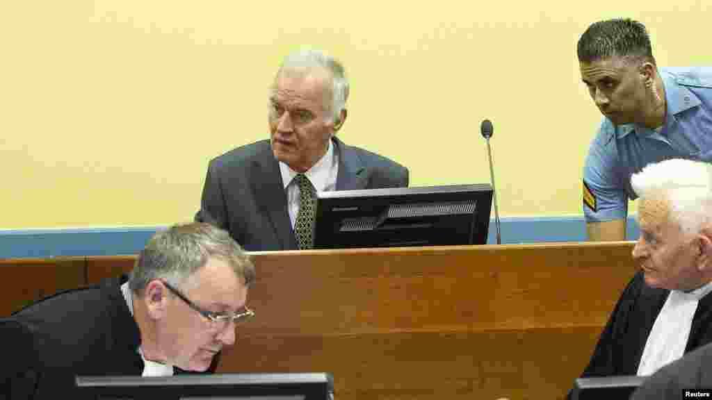Ratko Mladić u sudnici Haškog tribunala, 16. maj 2012.