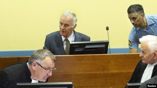 Ratko Mladić pred Haškim sudom u svibnju 2012.