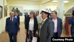 Алтынай Өмүрбекова Герцен музейинде.