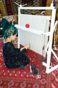 Turkmen carpet weavers at work (TASS file photo)