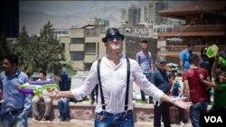 آب بازی در تهران، در گرمای تابستان