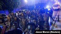 Мигранты из Африки в анклаве Сеуту 7 августа 2017 года