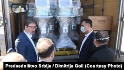 Predsednik Srbije Aleksandar Vučić dostavlja medicinsku opremu i respiratore Novom Pazaru, 6. april 2020.