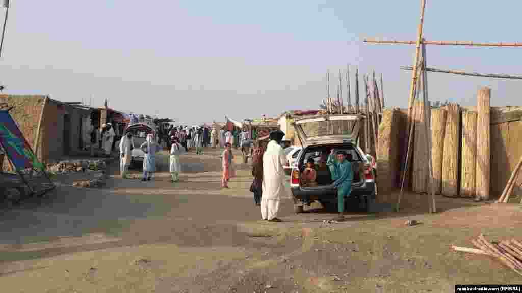په خوست کې د وزیرستانیو کډوالو مشران له افغان حکومت او نړیوالو مرسته کوونکو ادارو غوښتنه کوي، چې دوی سره د خوراکي شیانو او د ژمي لپاره د سونګ توکو مرستې وکړي.